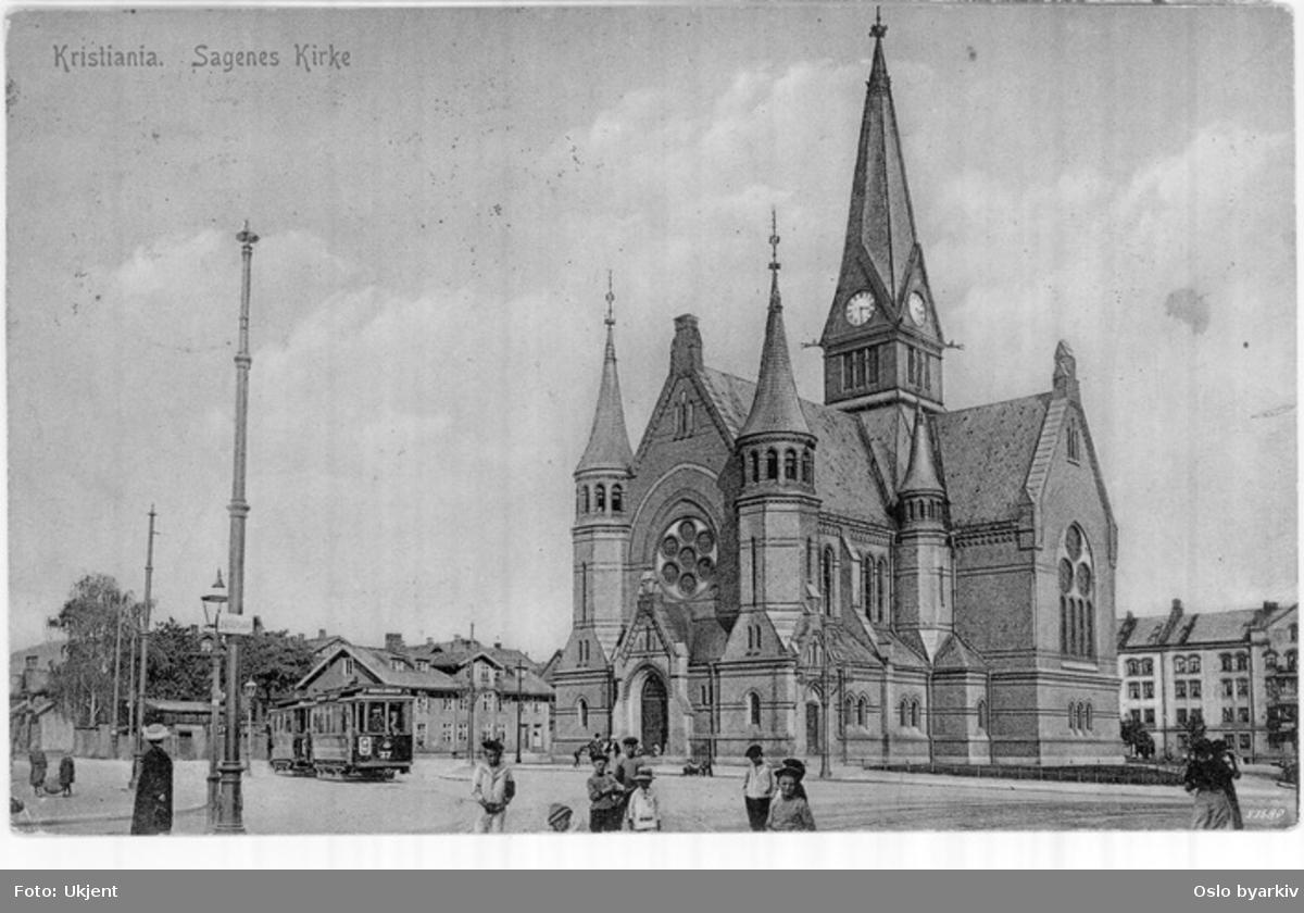 Sagene kirke. Trikk, linje 9 i Kierschows gate (linjen trafikkerte her fra 1912), barn i gata vendt mot fotografen. Postkort.