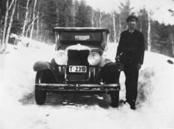 5 seters Chevrolet rutebil med reg nr T-2310, 1931 mod tilhø