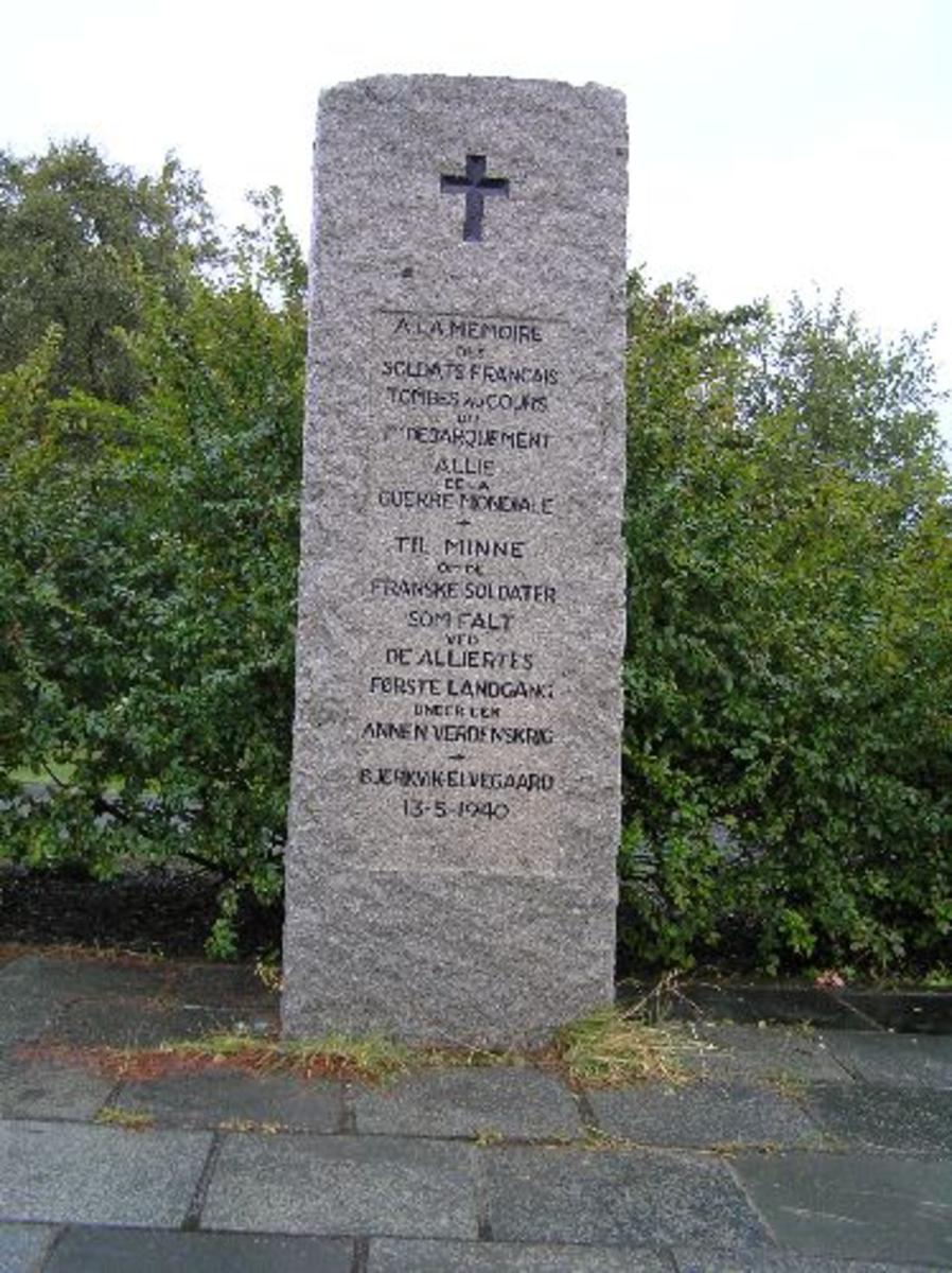 Bautaen ble avduket av den franske general Bethouart 10. juli 1954. Den var først plassert ved E6 men ble flyttet til parken ved kirken 1984.  Kjøreanvisning: Bautaen står ved Bjerkvik kirke som er godt synlig fra E6 gjennom hele Bjerkvik.