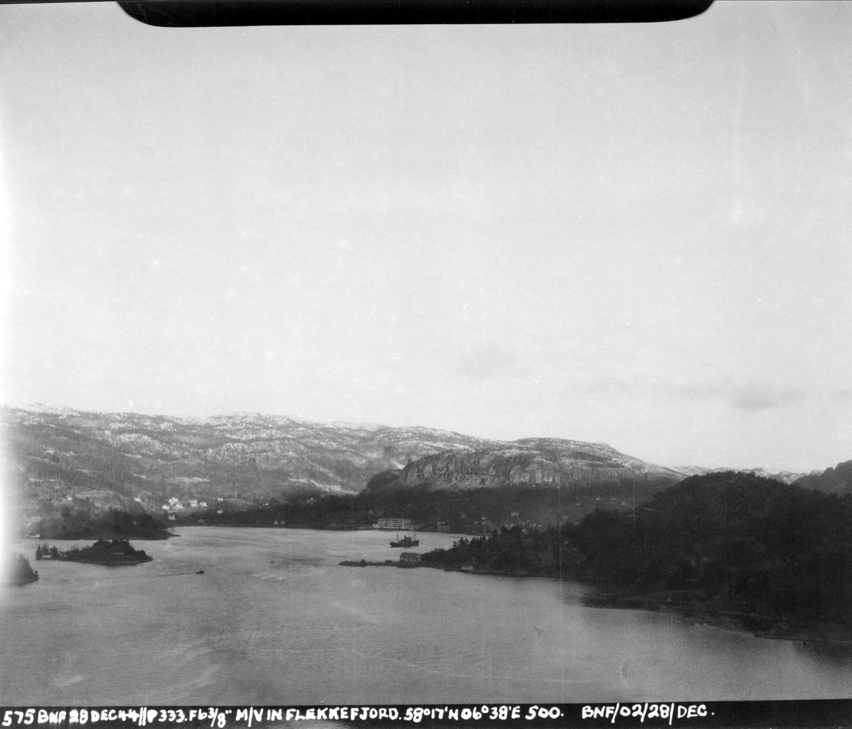 333 skvadronen angriper fiendtlige skip i Flekkefjord, 28. desember 1945.