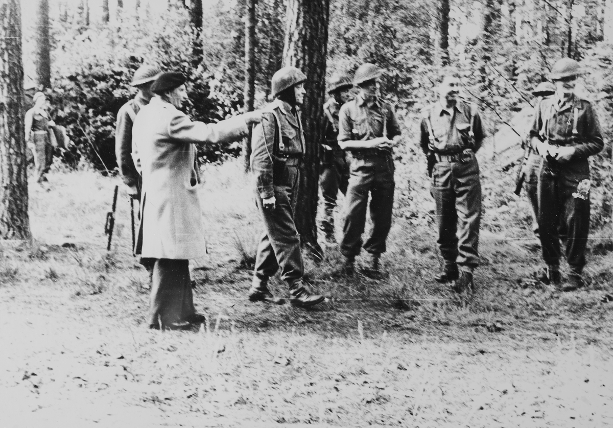 Montgomery på besøk ved Tysklandsbrigaden.