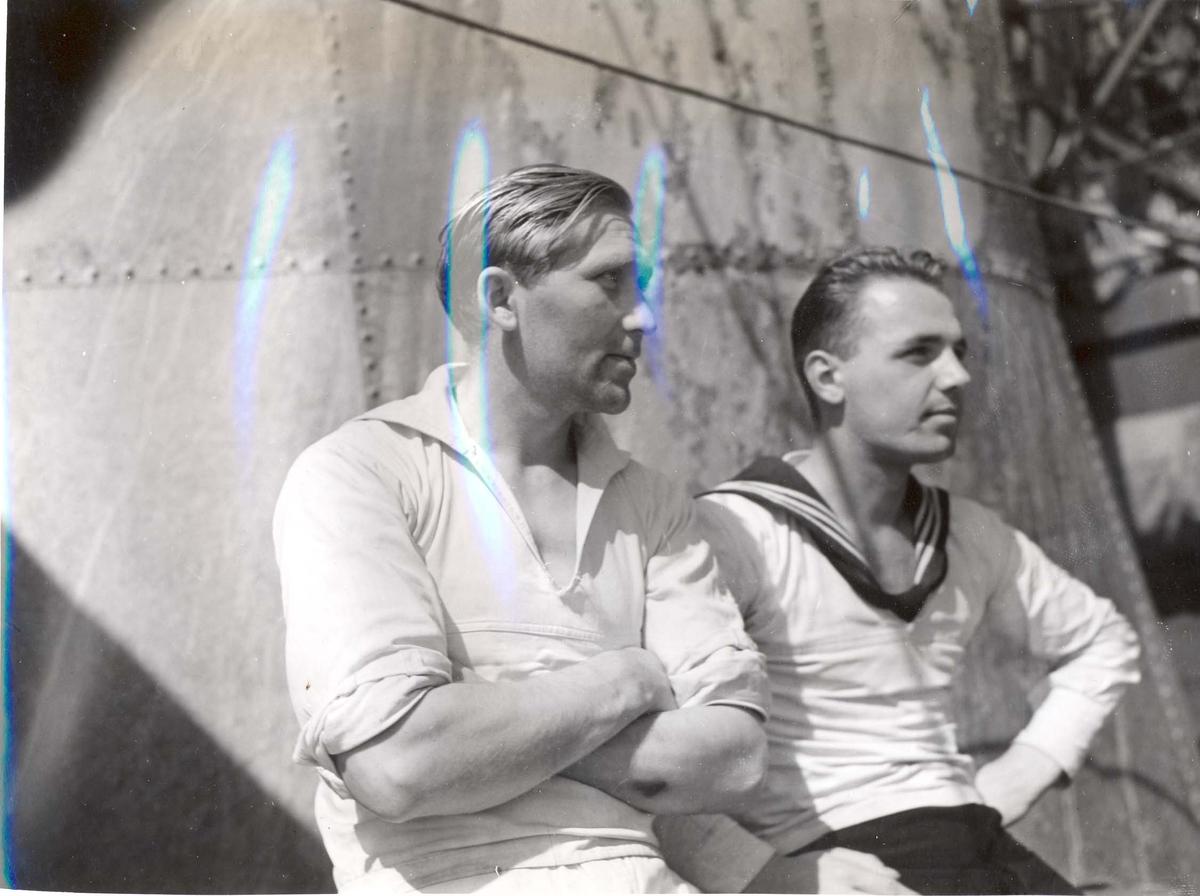 """Jageren """"Stord"""" blir overtatt av Den Norske Marine, 26.august 1943. Skipsmannskaper. Bildet er tatt under jomfruturen."""