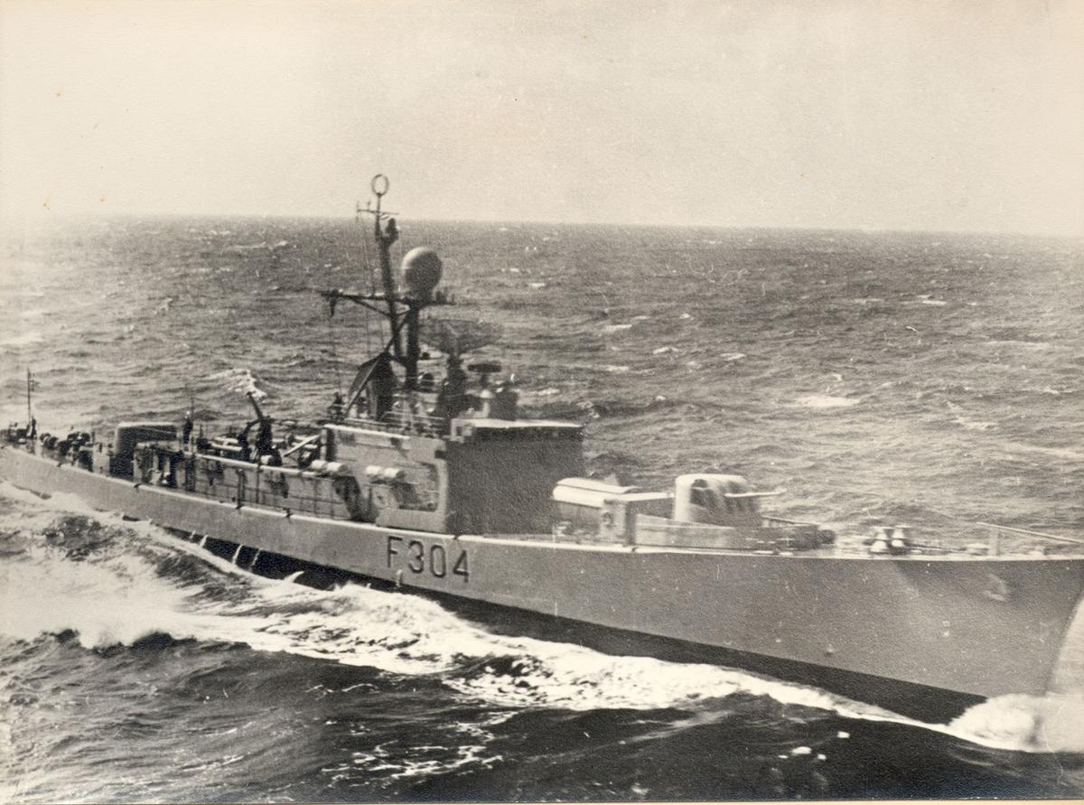 """Oslo-kl.fregatt KNM """"Narvik"""" før ombygging."""