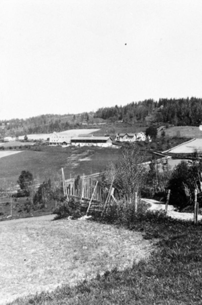 Gardsbruk, Tørud gård med vegen fra Mørkved store, ned til Brumunddal.