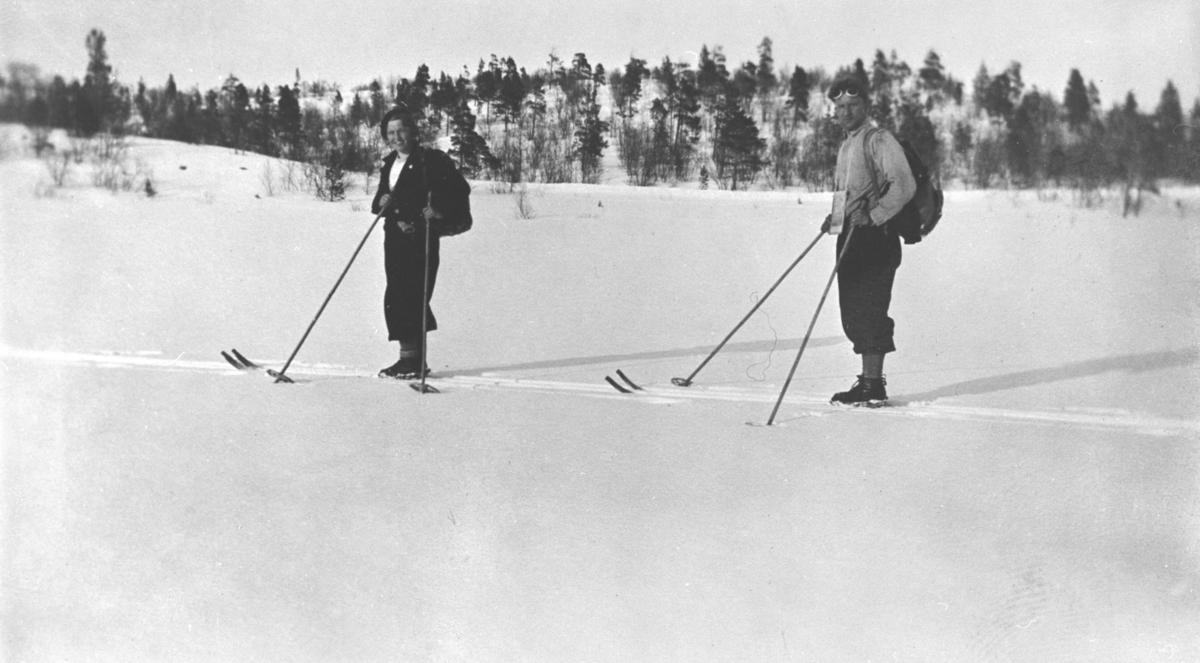 På skitur.
