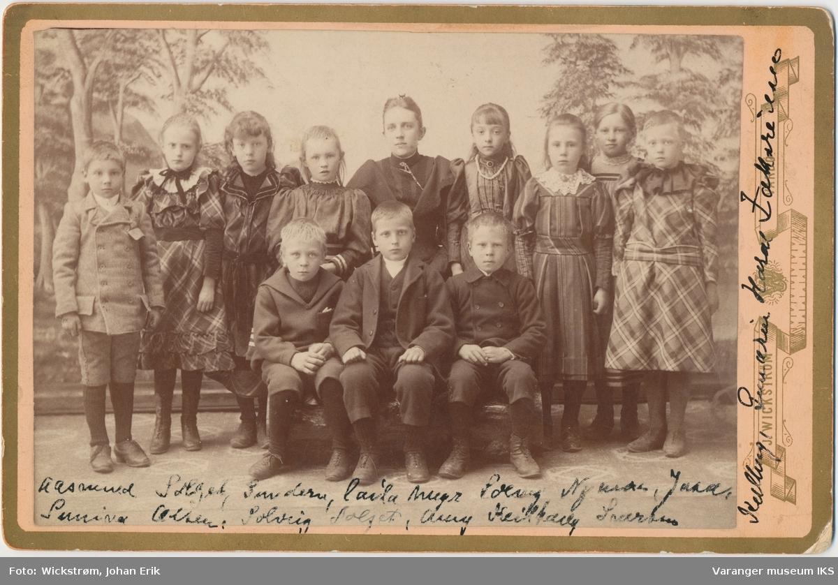 Josefine Gundersen med sin skoleklasse, ca. 1894
