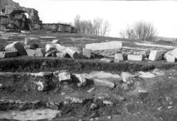 HH. KIRKEGÅRDSMUR, UTGRAVING 1949, ØSTSIDE, DOMKIRKEODDEN, H