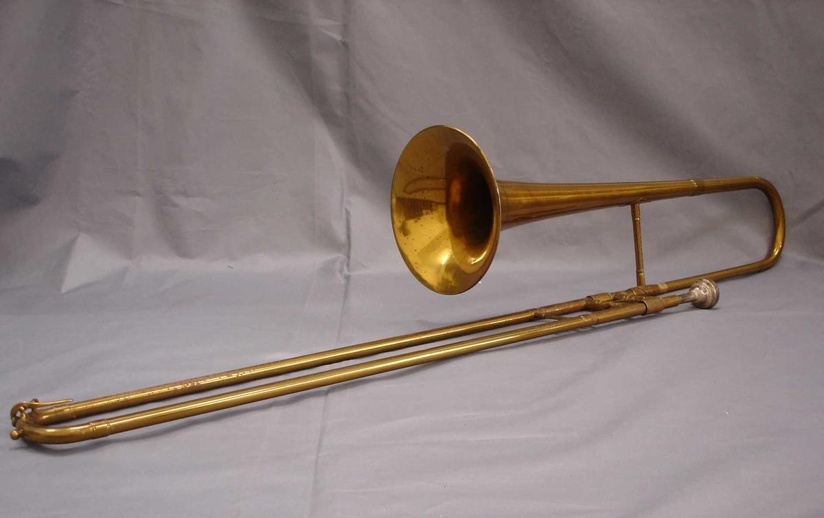 Trombone med munnstykke.