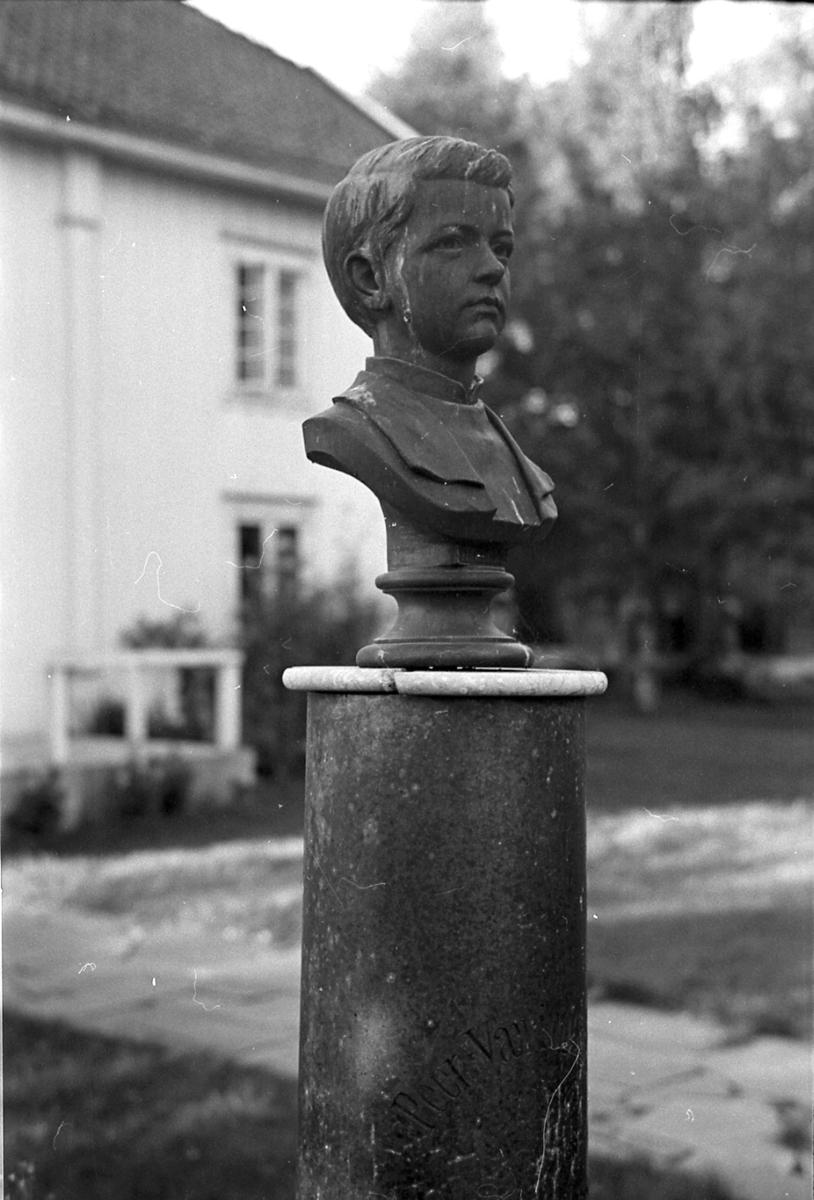 Byste av Per Wæringsaasen