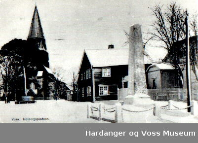 Holbergsplassen, Holbergsstova, Holbergsfura, Veteranbautaen, Vangskyrkja
