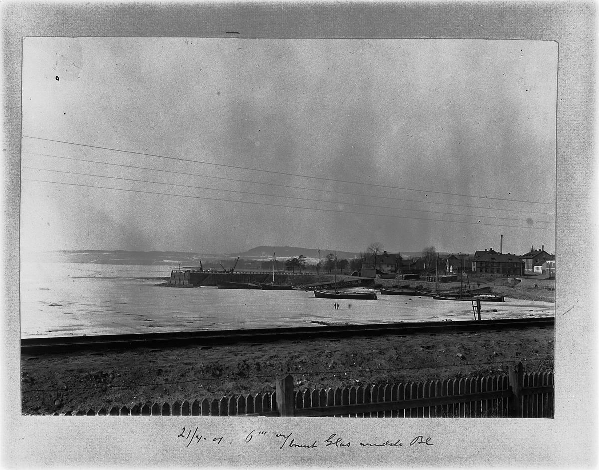 HØYENSALODDEN, HAMAR BRYGGE, MJØSBÅTER, JAKTER, OVERSIKT VINTER, FRA STRANDGATEHAGEN, 21-4-1901.