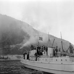 """Skogbrann i Leksvik + marinebåten """"Troll"""" (Adr.)"""
