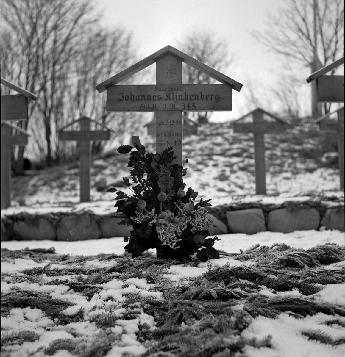 VANG KIRKE, TYSK GRAV, 1942.