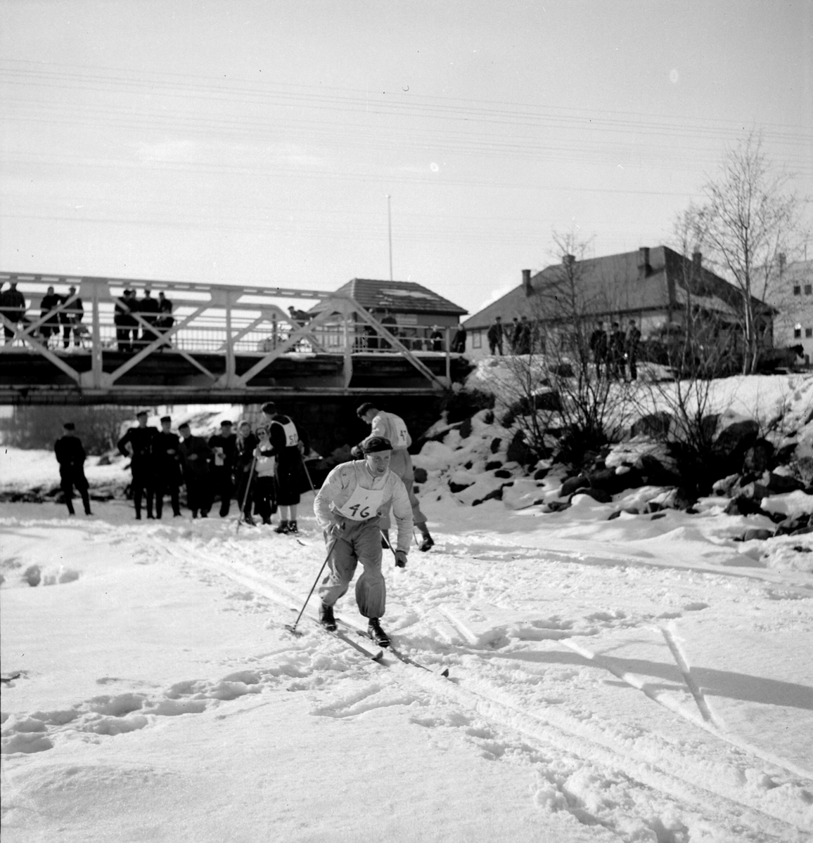 Skirenn, langrenn i Brumunddal under krigen i regi av Rikshirden F 2. Nasjonal samling. NS. Skiløype på isen på Brumunda.
