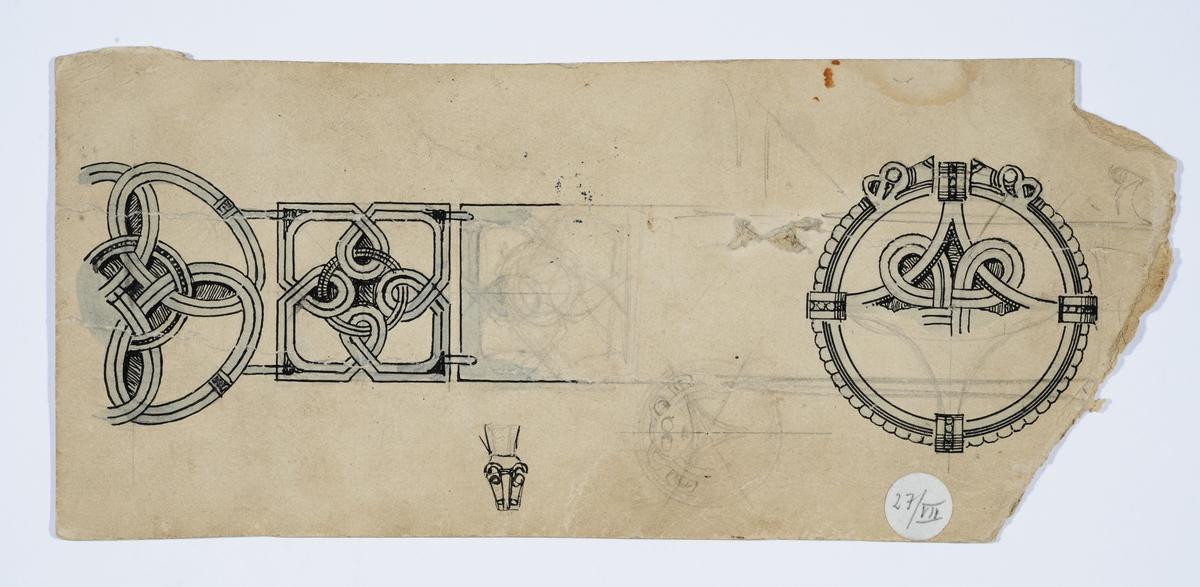 Skisse av beltespenne med dragemotiv. På baksiden skisse av skje