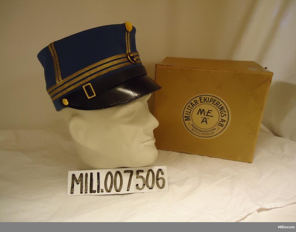 Mössa m/1865/99, för kapten vid Fortifikationen. Med tillhörande förvaringsask av papp.