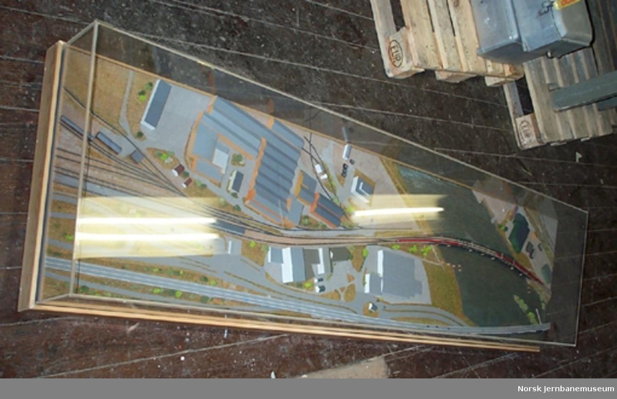 Modell av Drammensbruene - i to deler