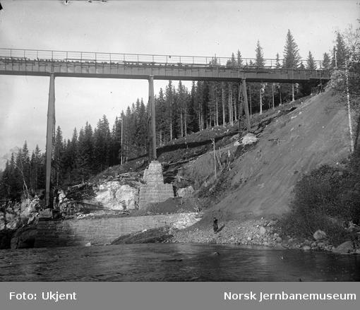 Byggingen av Grana bru, sett nordover