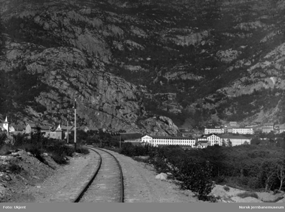 Utsikt fra Vossebanen mot Dale Fabrikker