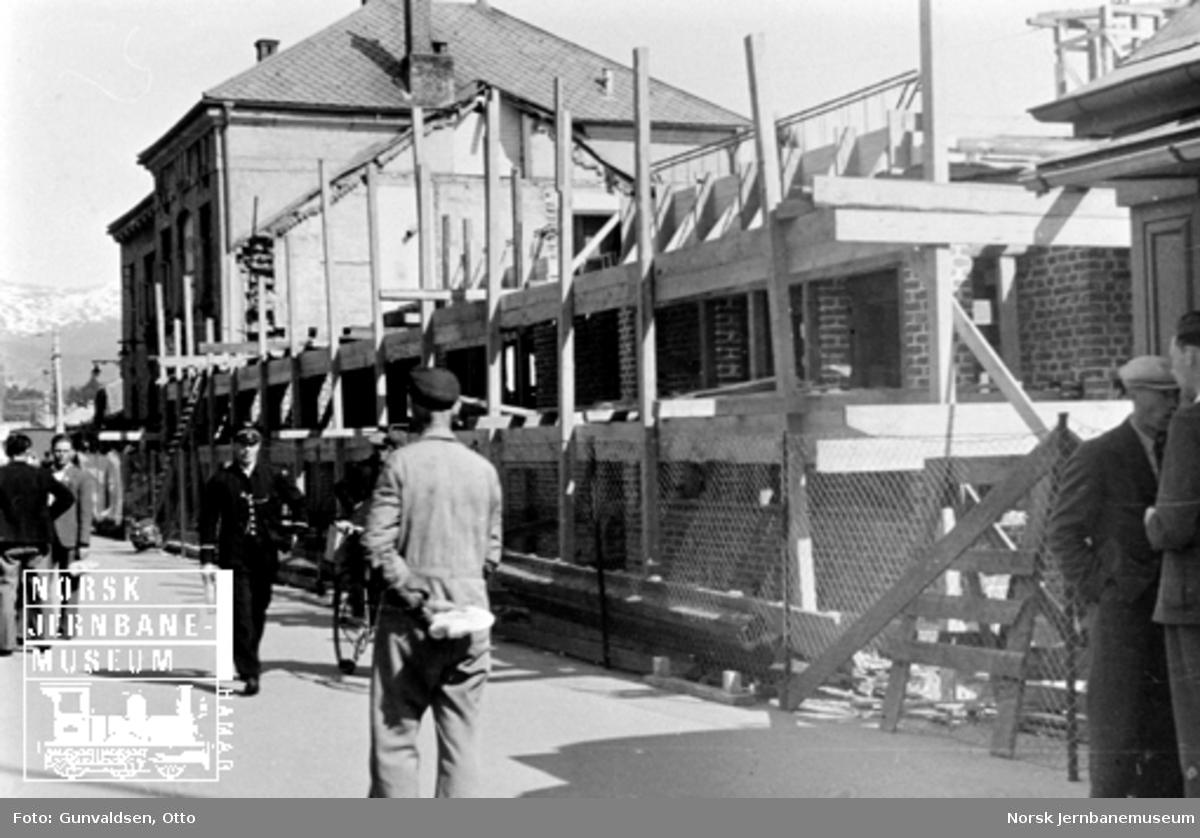 Byggearbeider i forbindelse med utvidelse av Voss stasjonsbygning