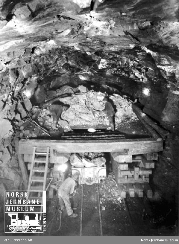 Medjå tunnel : lasting av anleggsvagge fra nedslagsbukk