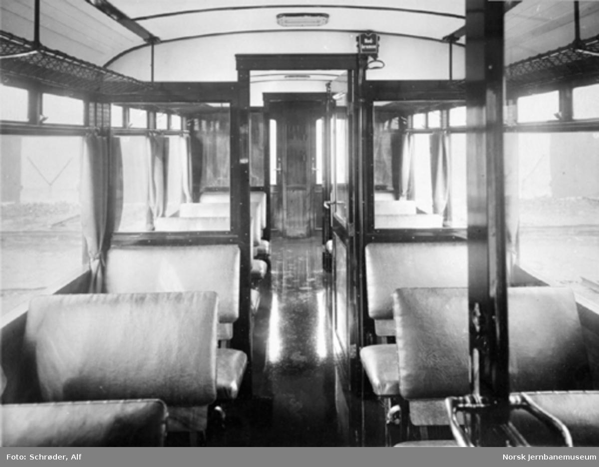 Smalsporet motorvogn litra Cm type 1; interiørbilde sett forfra