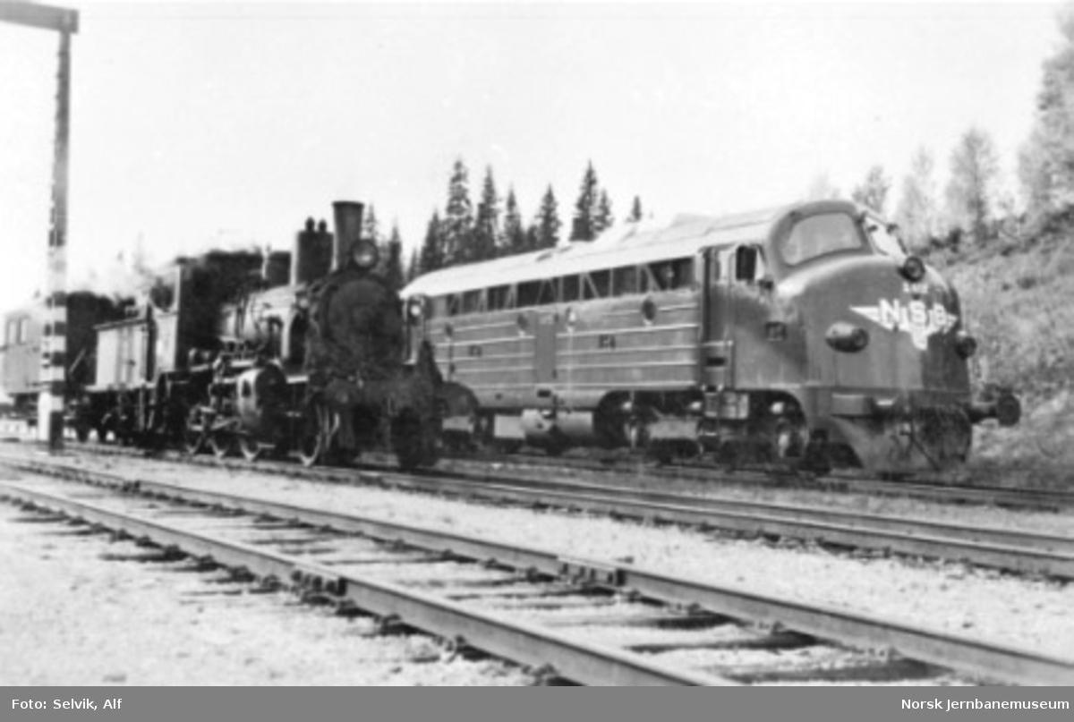 Damplokomotiv type 21c nr. 376 og diesellokomotiv type Di 3 nr. 612