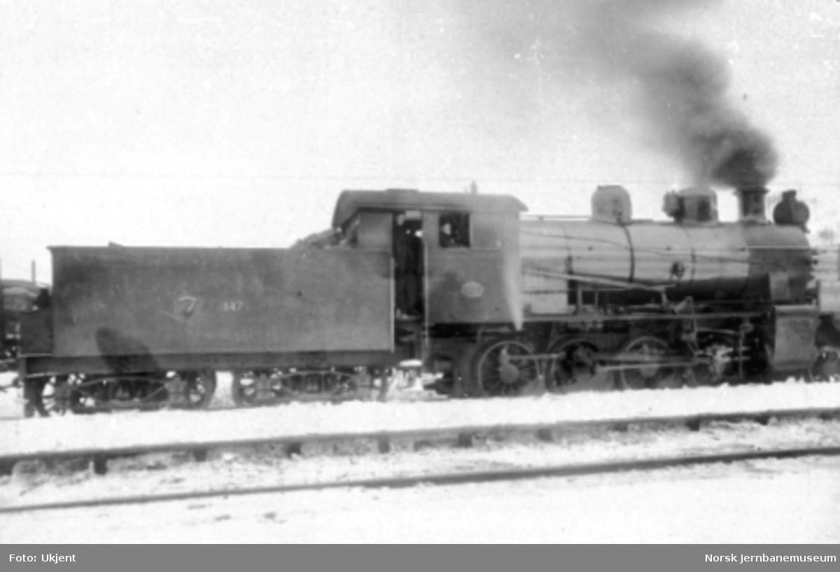 Damplokomotiv type 24a nr. 147 sett på skrått bakfra