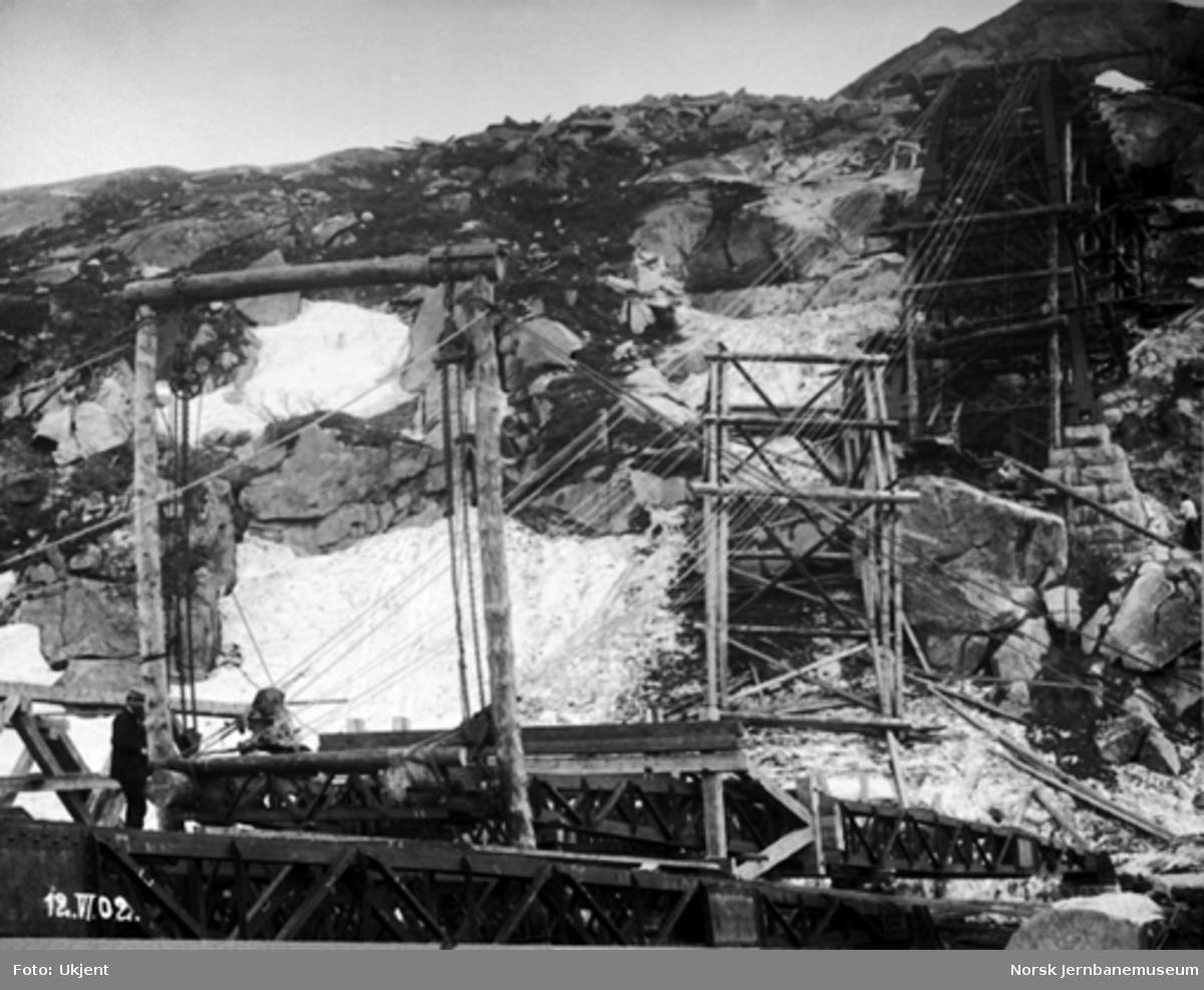 Byggingen av Norddalsbrua : 2. pillar fra sør ferdig til oppheising