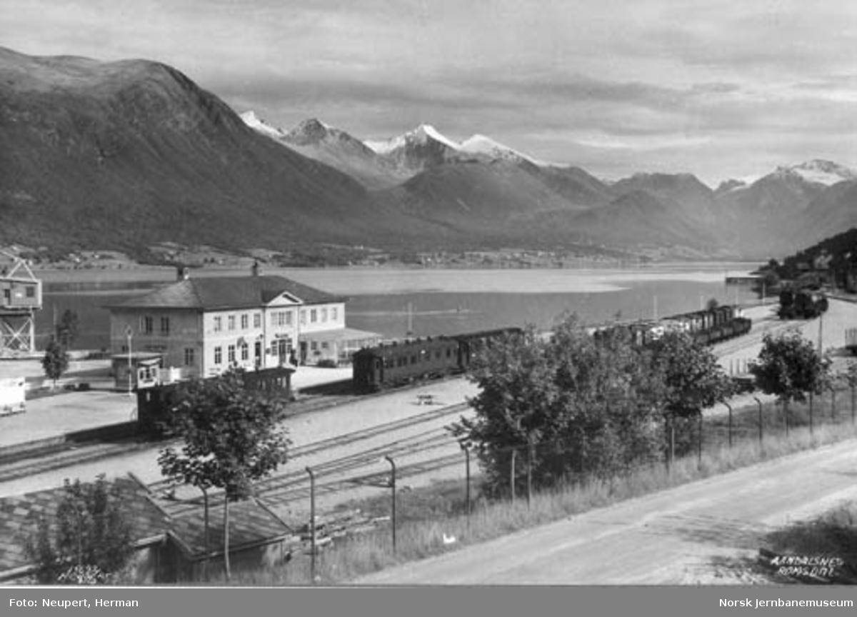 Oversiktsbilde over Åndalsnes stasjon
