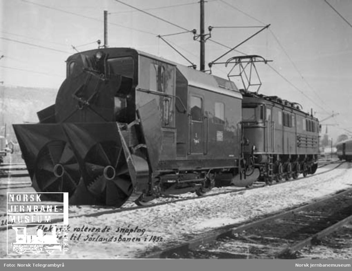 Roterende snøplog type El R 1 nr. 101 (oppr. merket nr. 1 type 4) foran lokomotiv type El 8