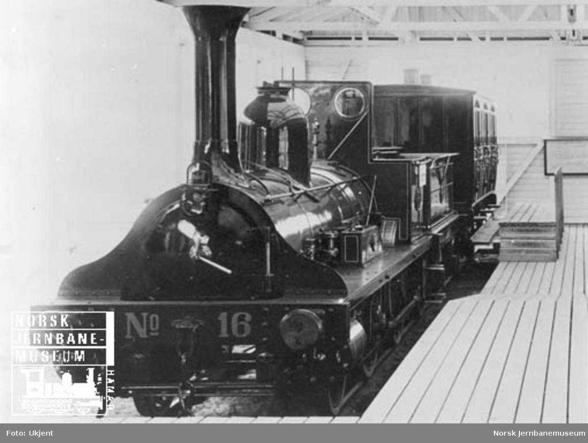 Jubileumsutstillingen 1914 : damplokomotiv type 2a nr. 16