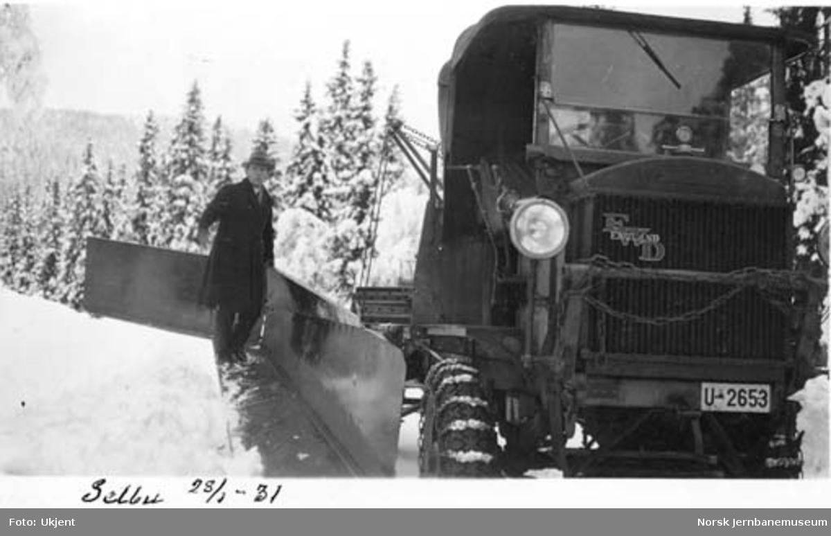 Selburuten : snøbrøyting med forplog og sideplog FWD U-2653