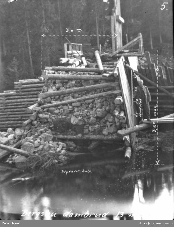 Brudd i Bergsbu dam i Brumund elv 13. mai 1925