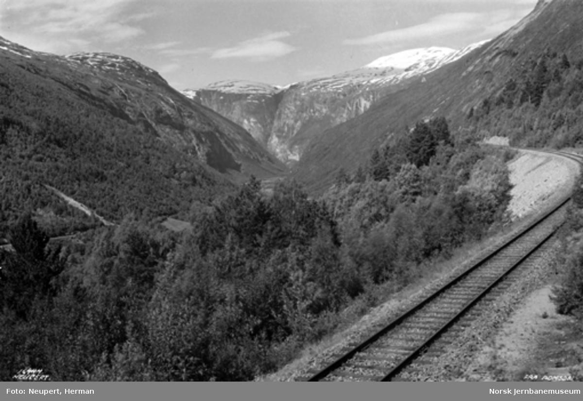 Raumabanen mellom Bjorli og Verma; utsikten før vendetunnelen