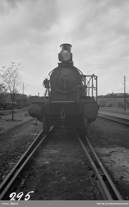 Damplokomotiv type 21b nr. 295 i Lodalen; sett forfra