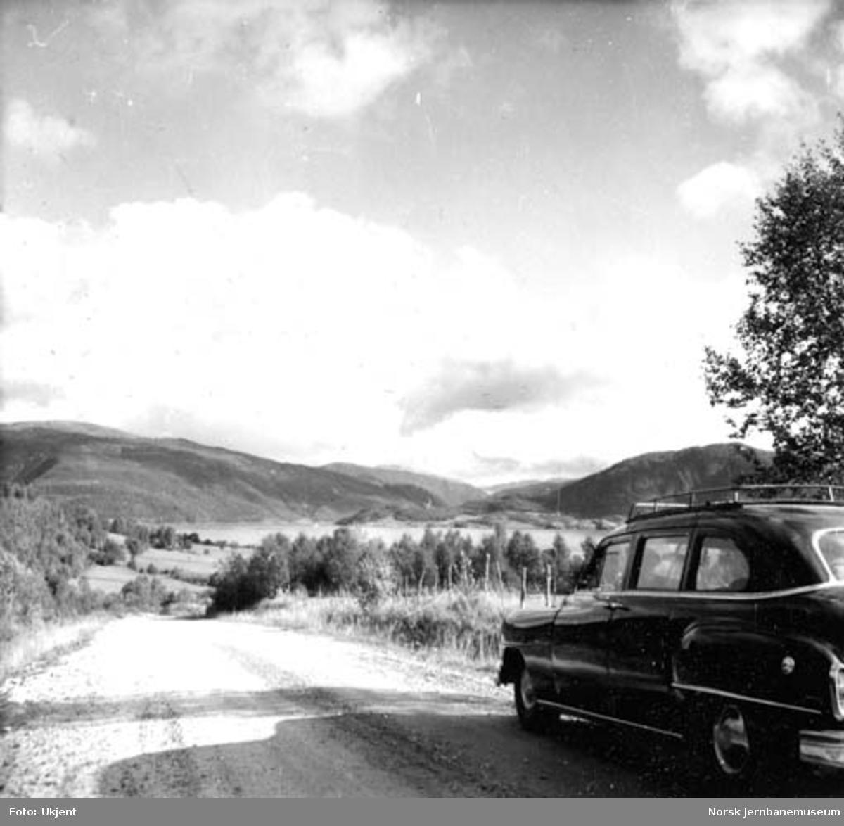 Djupvik i Sørfold med drosjebil Chrysler 1952-modell
