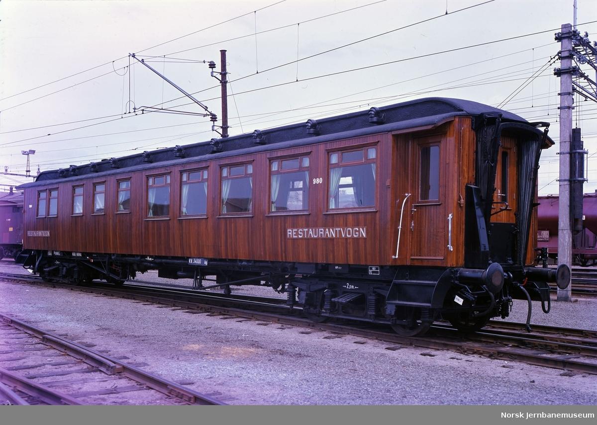Spisevogn litra Eo nr. 980 etter oppussing og før overføring til Jernbanemuseet