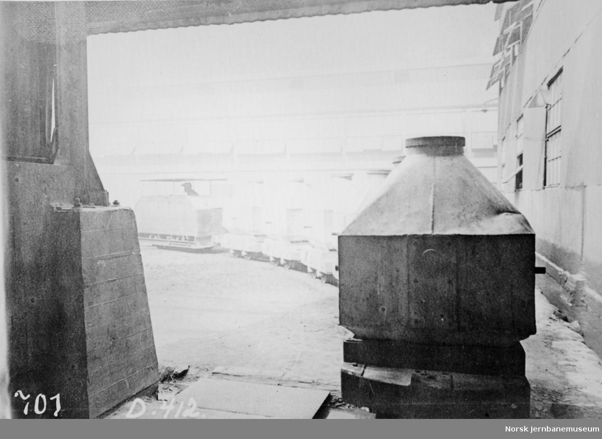 Austro-Daimler bensinlokomotiv med tog på Norsk Aluminium Co, NACO, Høyanger