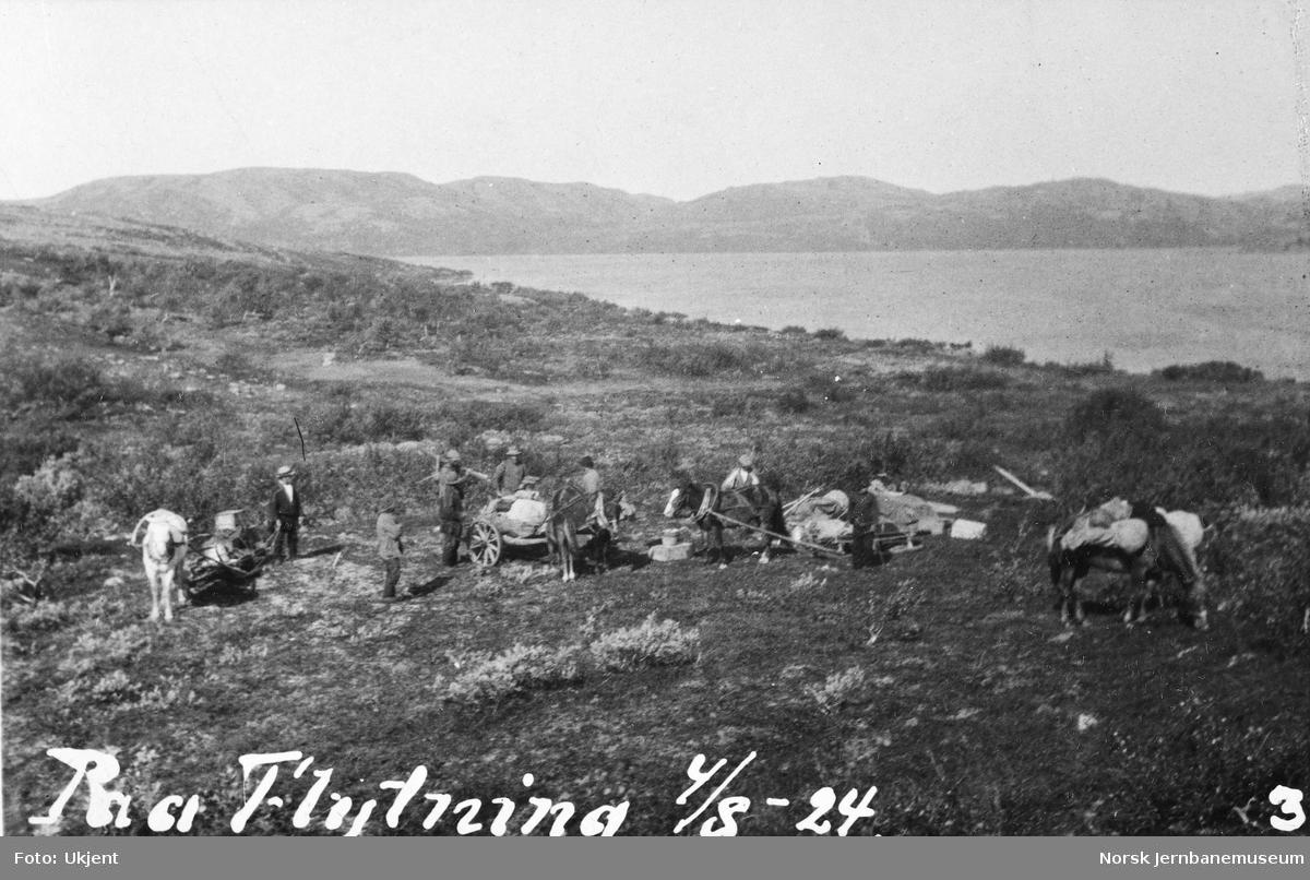 Jernbanestikking i Finnmark : flytting av leiren med hester og vogner