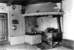 Kjøkken komfyr i peis Løken gård, Fet, Akershus