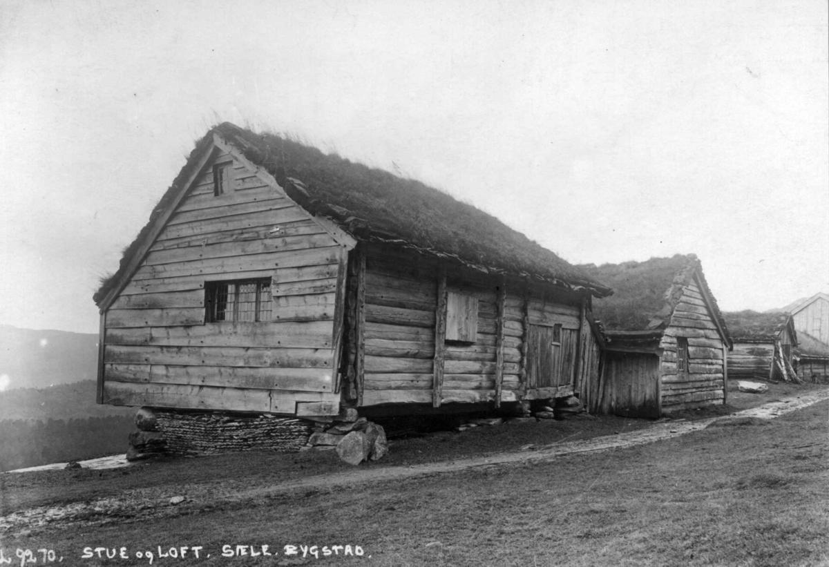 Stue og loft fra Ytre Sæle gård i Bygsted i Gaular i Sogn og Fjordane, Sunnfjord. Fotografert før 1924.